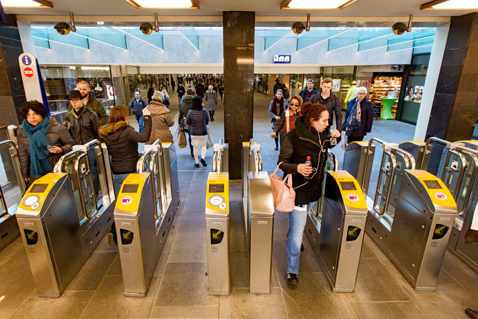Toegangspoortjes op station Eindhoven.