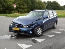 Auto's botsen op elkaar in Hoeven