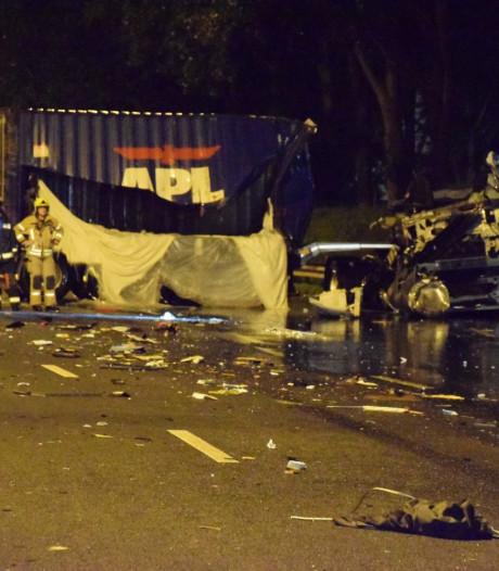 Bestuurder van vrachtwagen zwaargewond na ernstig ongeval A20 ter hoogte van Nieuwerkerk
