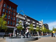 Groot stuk gevel valt 20 meter naar beneden in Leidsche Rijn: gemeentereiniger ontspringt nét de dans