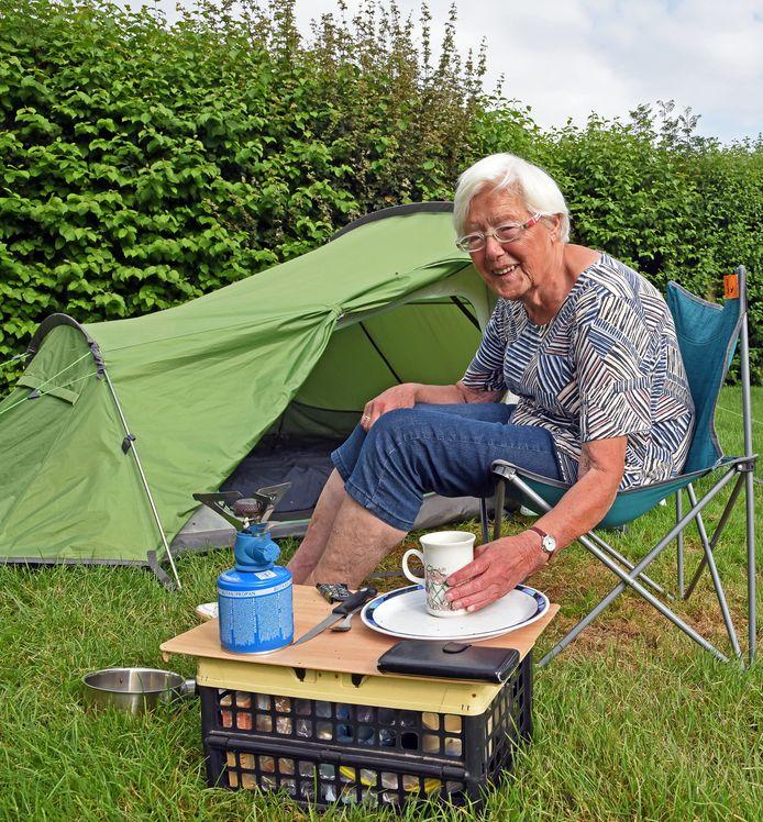 Ger van Waegeningh (87 jaar) kampeert bij de boer in Aardenburg.