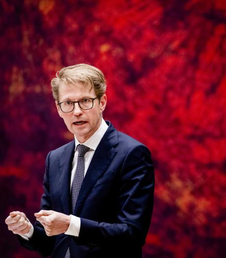 Minister Dekker: ambtenaar stop met formulieren, pak de telefoon