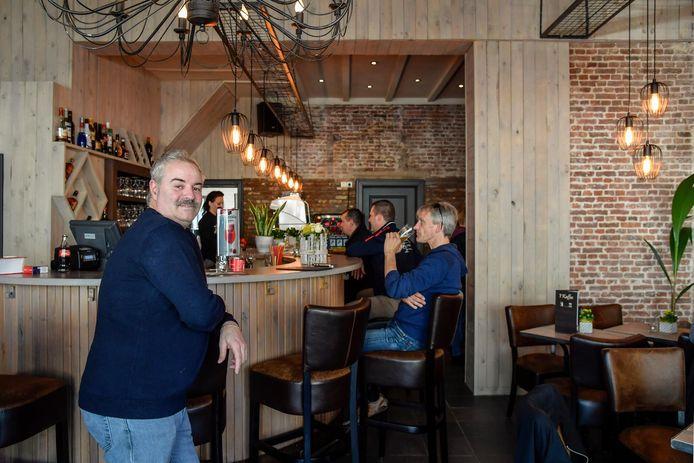 Café-uitbater Luc Raman (foto genomen voor de coronacrisis)