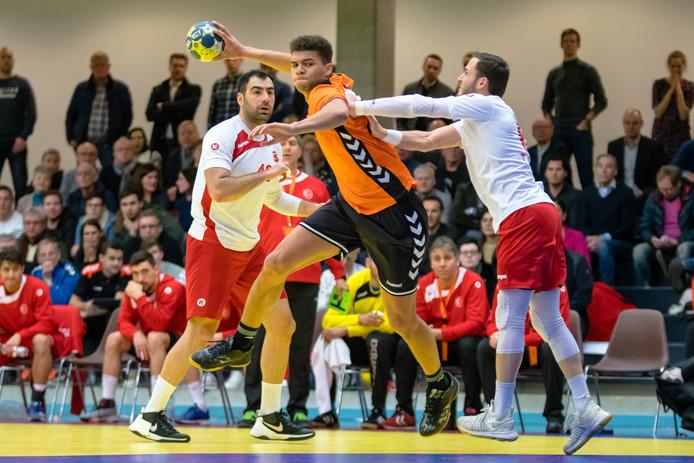 Ephrahim Jerry uit Eindhoven in actie tegen Turkije.