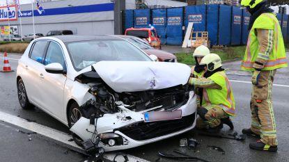 Passagier gewond bij kop-staartaanrijding op Voorhout