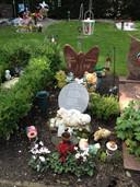 Het graf van de baby, op begraafplaats Daelwijck in Utrecht.