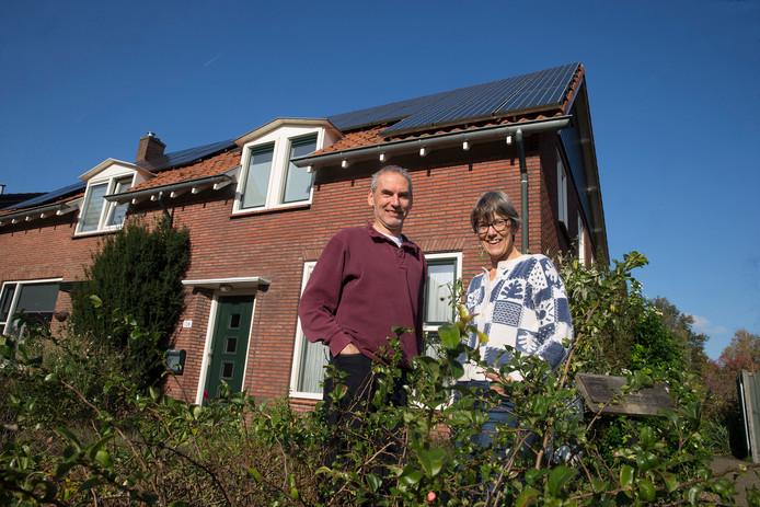 Wiebe Poppe en Janneke Helleman hebben hun woning verduurzaamd en energieneutraal gemaakt.