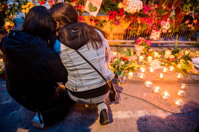 Een herdenkingsplek voor de slachtoffers van de aanslag voor een warenhuis in Stockholm Beeld afp