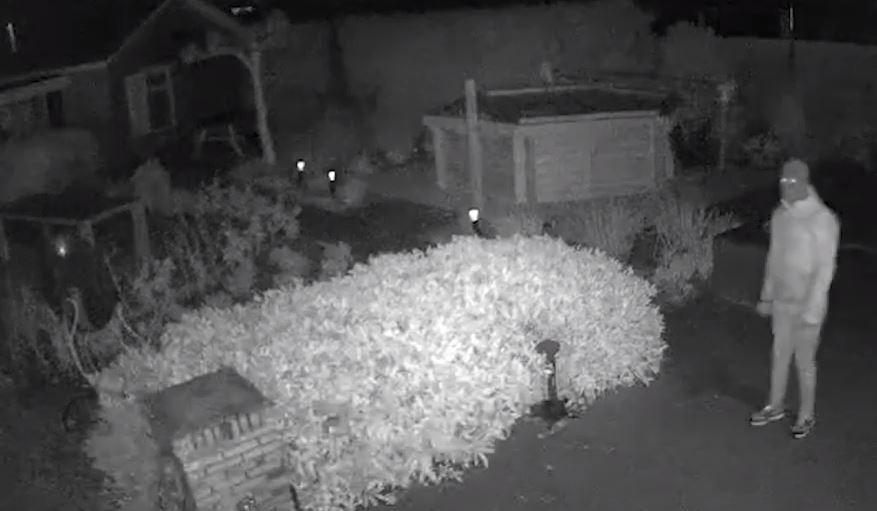 Beelden van de bewakingscamera bij een woning in het buitengebied van Vaassen.