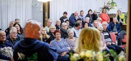 Bewoners wijk Westerhaar zijn furieus en dreigen kantoor woningstichting te blokkeren