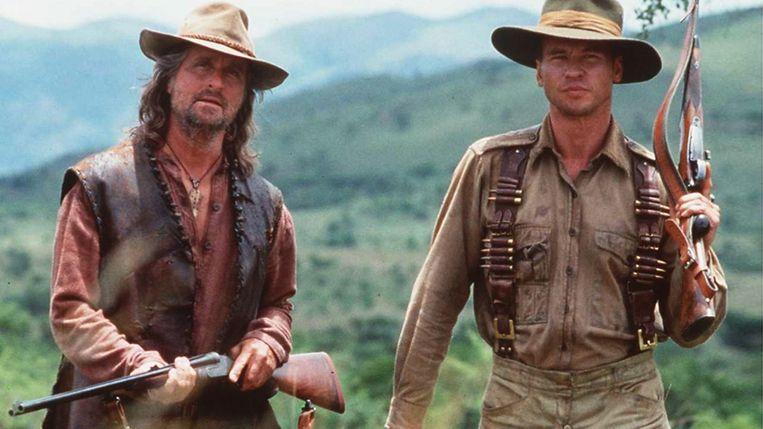 Michael Douglas en Val Kilmer in 'The Ghost and the Darkness' van Stephen Hopkins. Beeld