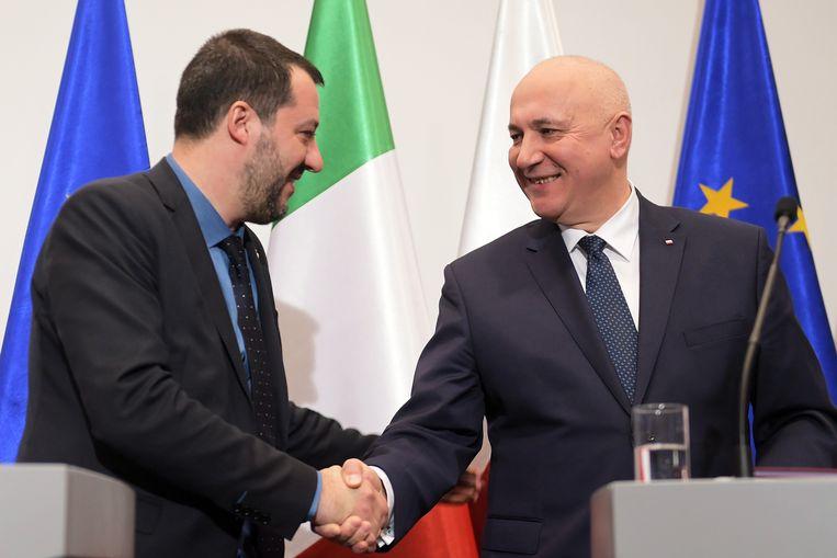 De Poolse minister van Binnenlandse Zaken Joachim Brudzinski (rechts) en de Italiaanse minister van Binnenlandse Zaken Matteo Salvini (links).