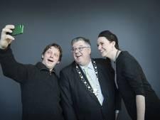 Burgemeester Bruls krijgt ambtsketen van afval
