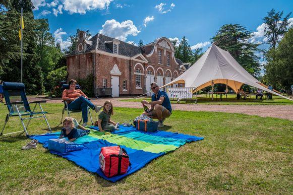 Lekker chillen tijdens de picknick in het park
