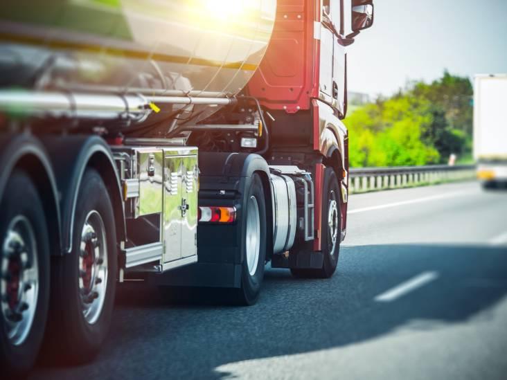 Zeven verstekelingen aangetroffen in vrachtwagen bij Hank, trucker schakelt politie in