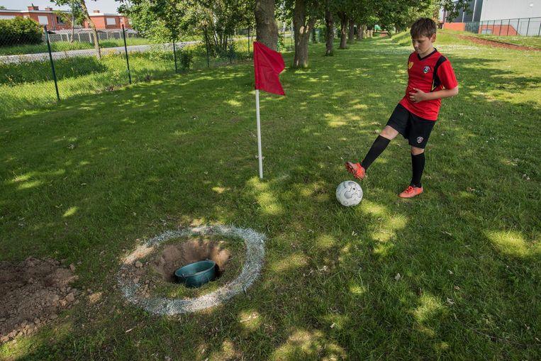 Een beeld uit het voetbalgolftoernooi van vorig jaar.