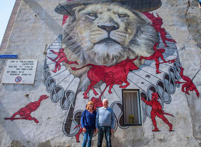 Een muurschildering van de Blind Walls Gallery op de zijkant van een woning aan Godevaert Montensstraat.