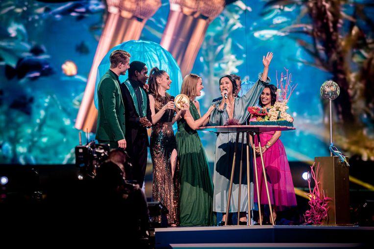 De cast van '#LikeMe' neemt een prijs in ontvangst
