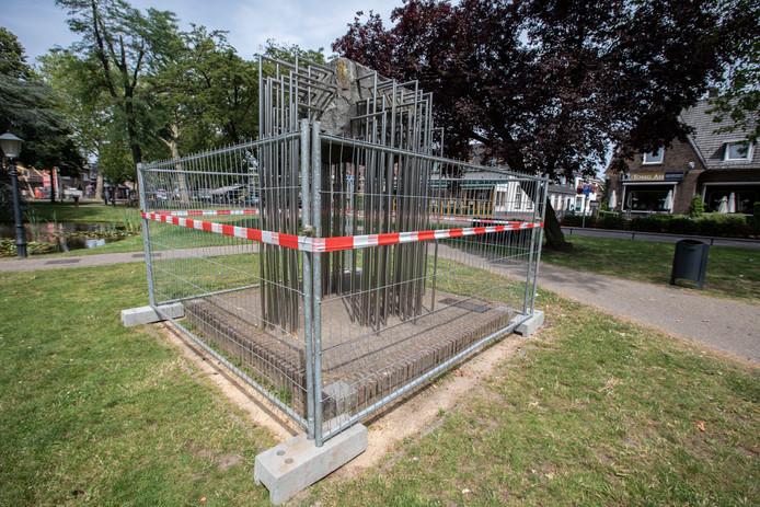 Monument in het Park in Nuenen vertoont scheuren en moet gemaakt worden