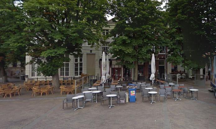 Een terras op de Brink in Deventer.