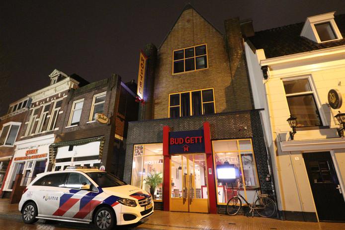 Een hostel in Groningen werd woensdagmorgen overvallen.