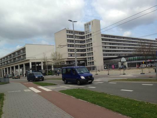 De huidige entree aan de oostzijde van winkelcentrum Presikhaaf  aan de Lange Wal in Arnhem