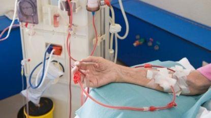 Niet om thuis te proberen: vrouw (51) injecteert zichzelf met vruchtensap en sterft bijna