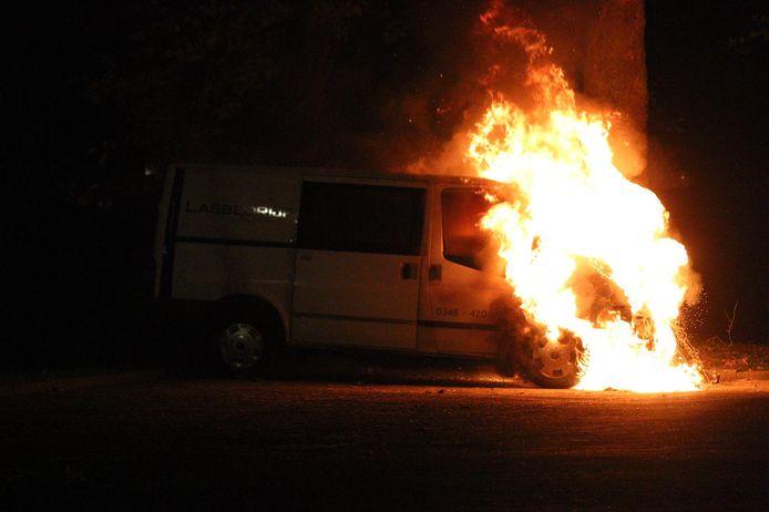 Opnieuw een autobrand in Gouda, dit keer aan de Oosthoef.