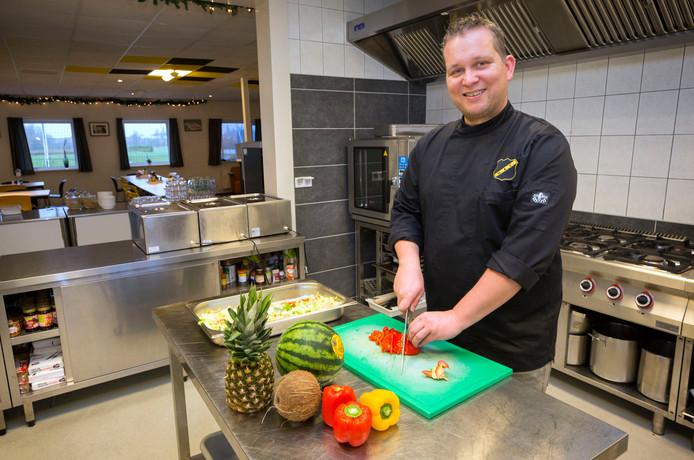 NAC-kok Johnny Kraaijeveld in zijn nieuwe keuken: ,,Ik heb hier niet eens een frituurpan.''