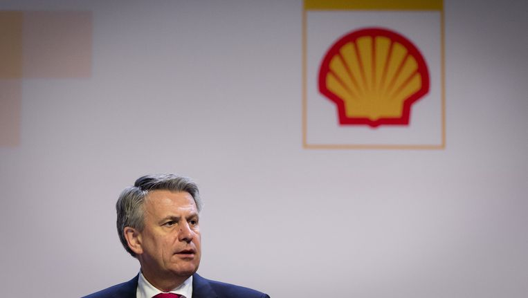 Ben van Beurden (CEO) voor aanvang van de aandeelhoudersvergadering van Shell. Beeld ANP