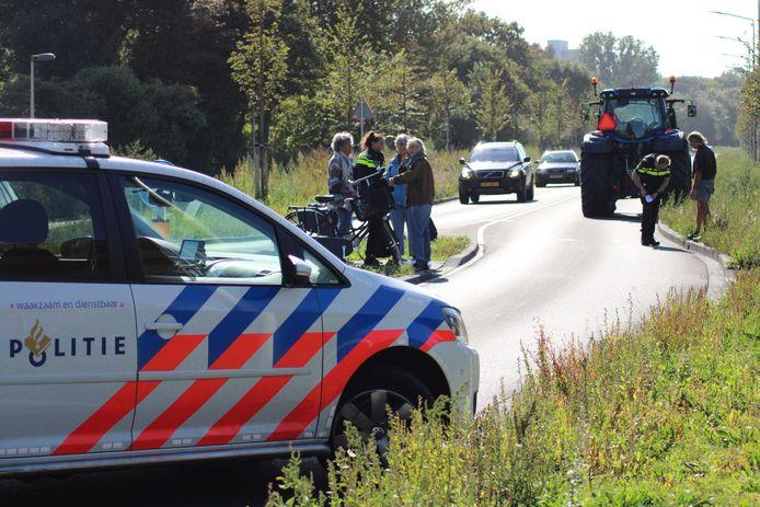 Een fietser werd donderdagmiddag aangereden door een tractor