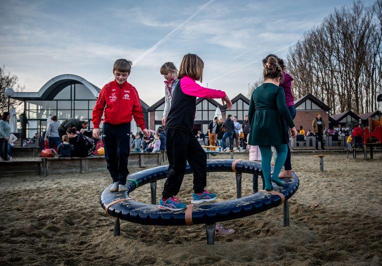 De parking en de speeltuin aan de Nieuwdonk worden de komende jaren aangepakt door de provincie.
