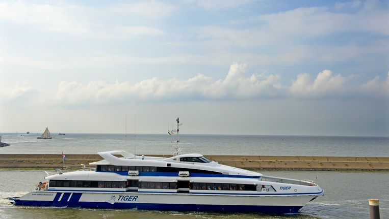 Een veerboot van Rederij Doeksen in de haven van Harlingen. De rederij, die de veerdiensten exploiteert naar de Waddeneilanden Terschelling en Vlieland, wil vanwege het verlies dat het maakt door de concurrentie van Eigen Veerdienst Terschelling (EVT) een deel van de vaarten in de winterperiode schrappen. Beeld ANP