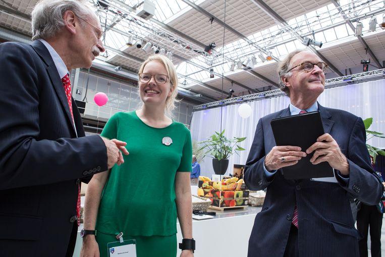 De voorzitters van de Nationale Wetenschapsagenda Beatrice de Graaf en Alexander Rinnooy Kan (rechts) in de Fokker Terminal in Den Haag in 2015. Beeld Cigdem Yuksel