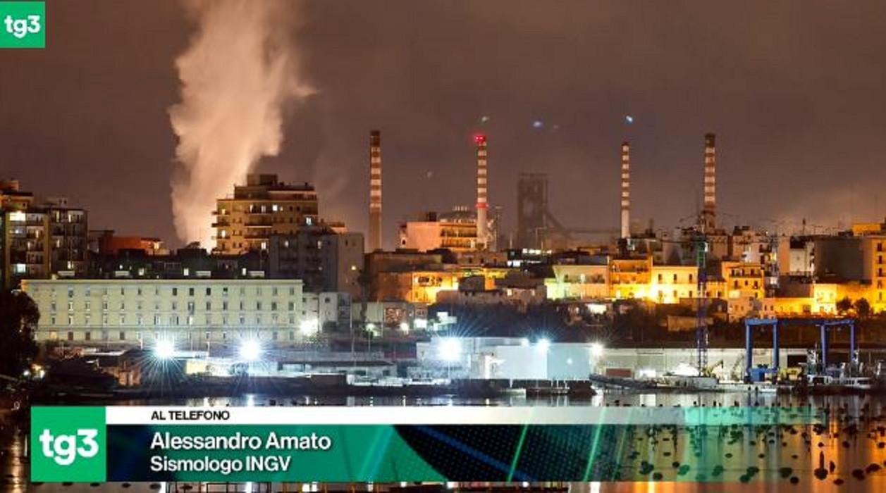 De beving veroorzaakt in de stad Balsorano een grote wolk van witte rook.