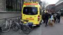 De bijbelambulance in actie in de winkelpromenade van Enschede