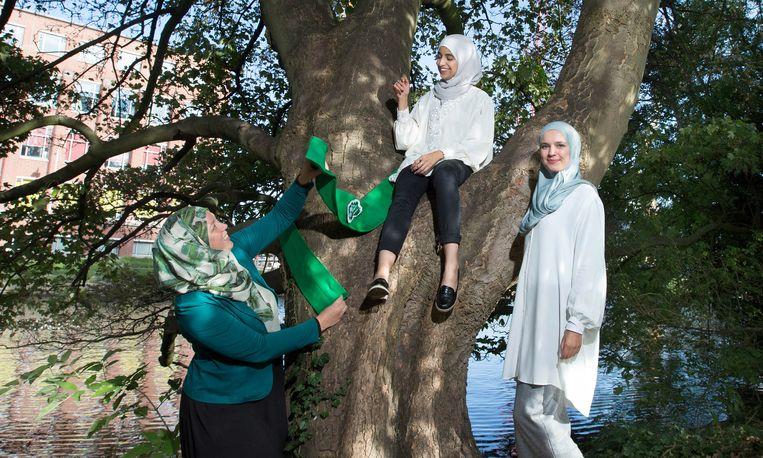 Van links naar rechts: Margreet van Es, Kauthar Bouchallikht en Sobana Sheikh Rashid. Beeld Maartje Geels