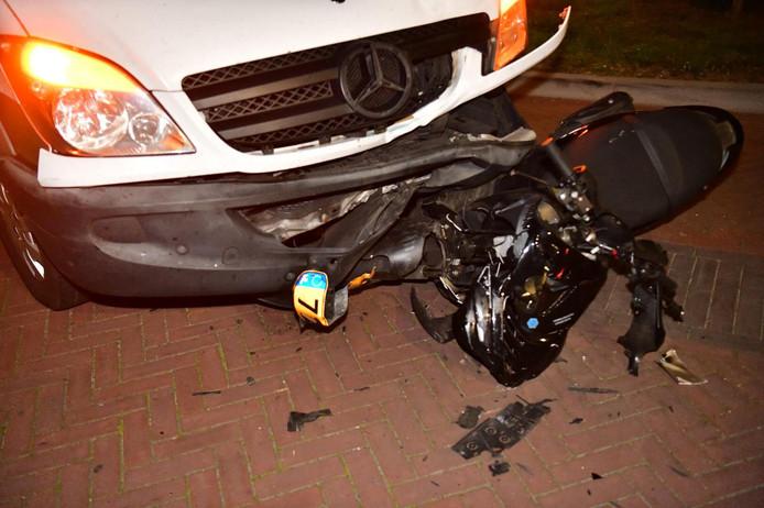 Scooter gewond bij botsing in Nuenen.