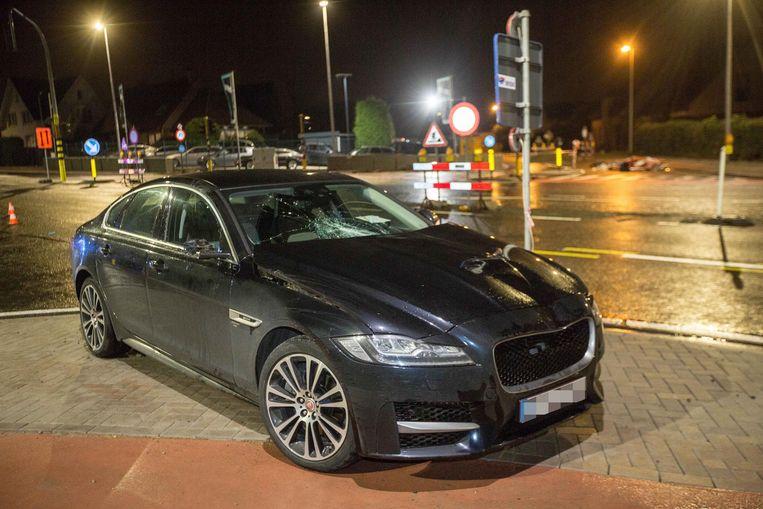 De bestuurder van de Jaguar reed de voetganger aan ter hoogte van de herinrichtingswerken op de Ninoofsesteenweg.