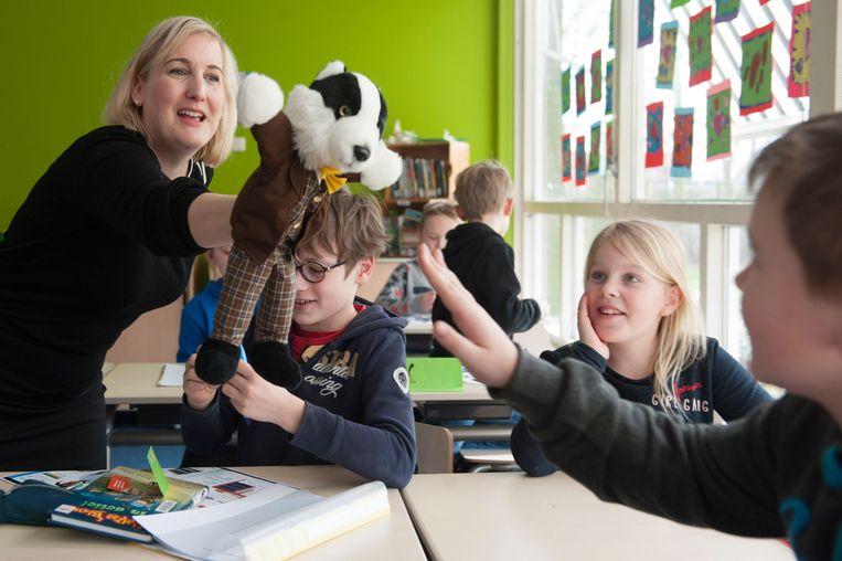 Franzis Wiese geeft Duitse les aan de openbare basisschool in  Drieborg. Beeld reyer boxem
