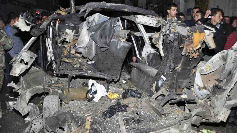 Uitgebrande auto's op de plek waar de bom ontplofte. Beeld reuters
