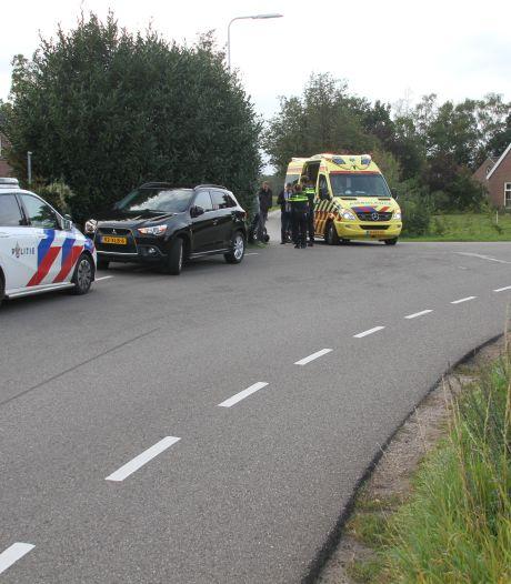 Motorrijder gewond naar ziekenhuis na aanrijding in Laren