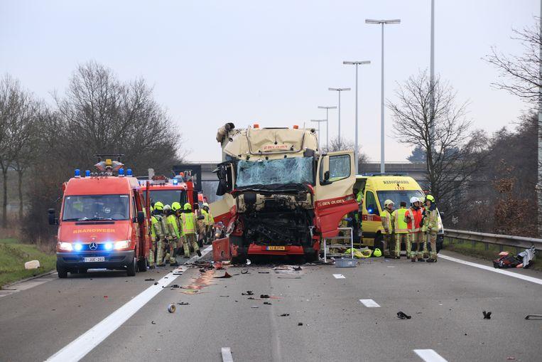 Door het ongeval was de E34 volledig versperd in de richting van Zelzate.
