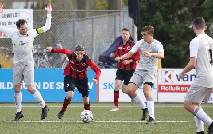 Ivo Verstraeten (tweede van links) maakte zondag de 1-1 voor Terneuzen bij MOC'17.