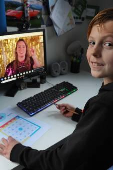 Jasper (10) geniet van de bso-bingo van Kinderopvang Walcheren: 'Leuk om weer eens samen wat te doen'