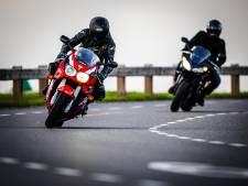 Lopik weert motorrijders, maar op 'onze' Lekdijk zijn ze nog wel welkom: 'Anders gaan ze de polder in'