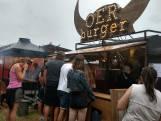 Foodtruckers zonder festivalseizoen beginnen drive-thru in Tilburg: 'Coronaproof bestellen en afhalen'