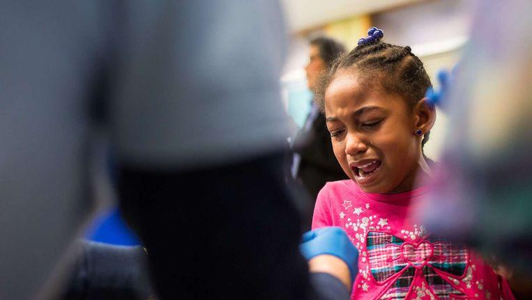 Een meisje in Flint krijgt een gratis loodscreening Beeld afp