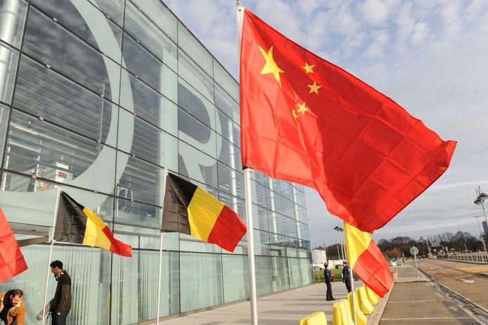 Managers van de Chinese internetreus Alibaba ondertekenden dag op dag een jaar geleden de plannen voor het grootse project op de luchthaven van Luik. (archieffoto 5 december 2018).