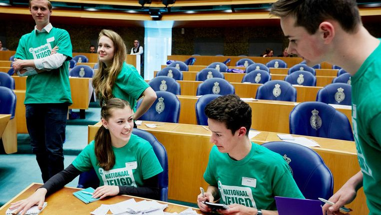 Jongeren in de Tweede Kamer tijdens het Nationaal Jeugddebat georganiseerd door de Nationale Jeugdraad (NJR) Beeld anp
